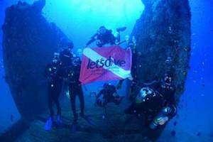 Equipe Lets Dive